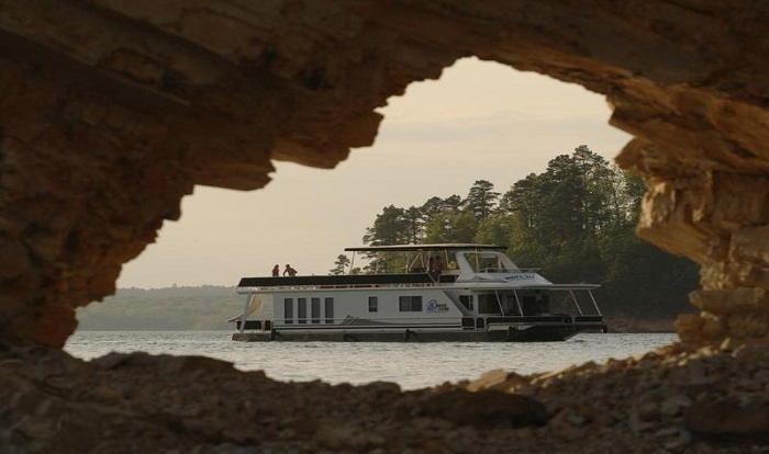 Lake Ouachita Houseboat Rentals