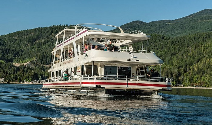 Shuswap Lake Houseboat Rentals